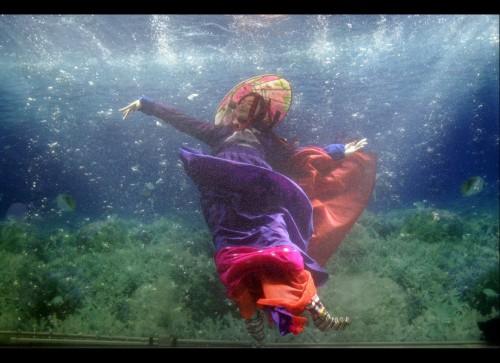 underwater fashion show, celebrity fashion, celebrity gossip, celebrity events